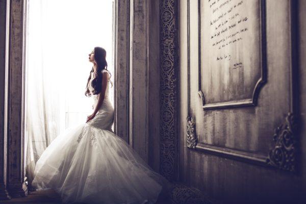 マッリッジブルーの経験のある花嫁は多いと言います。ブライダルエステは癒やしとしての効果も。