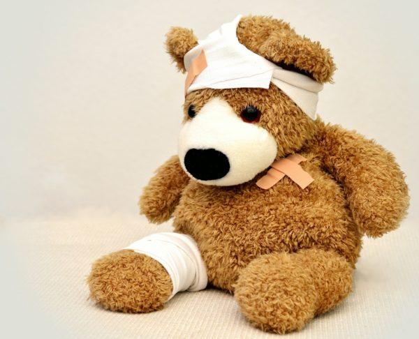 不感症の治療は婦人科。画像は包帯を巻いて治療の終わったテディベア。