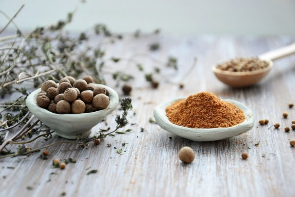 ハーブ(薬草)の画像です。ハーブは古代より植物療法に用いられてきた歴史があります。
