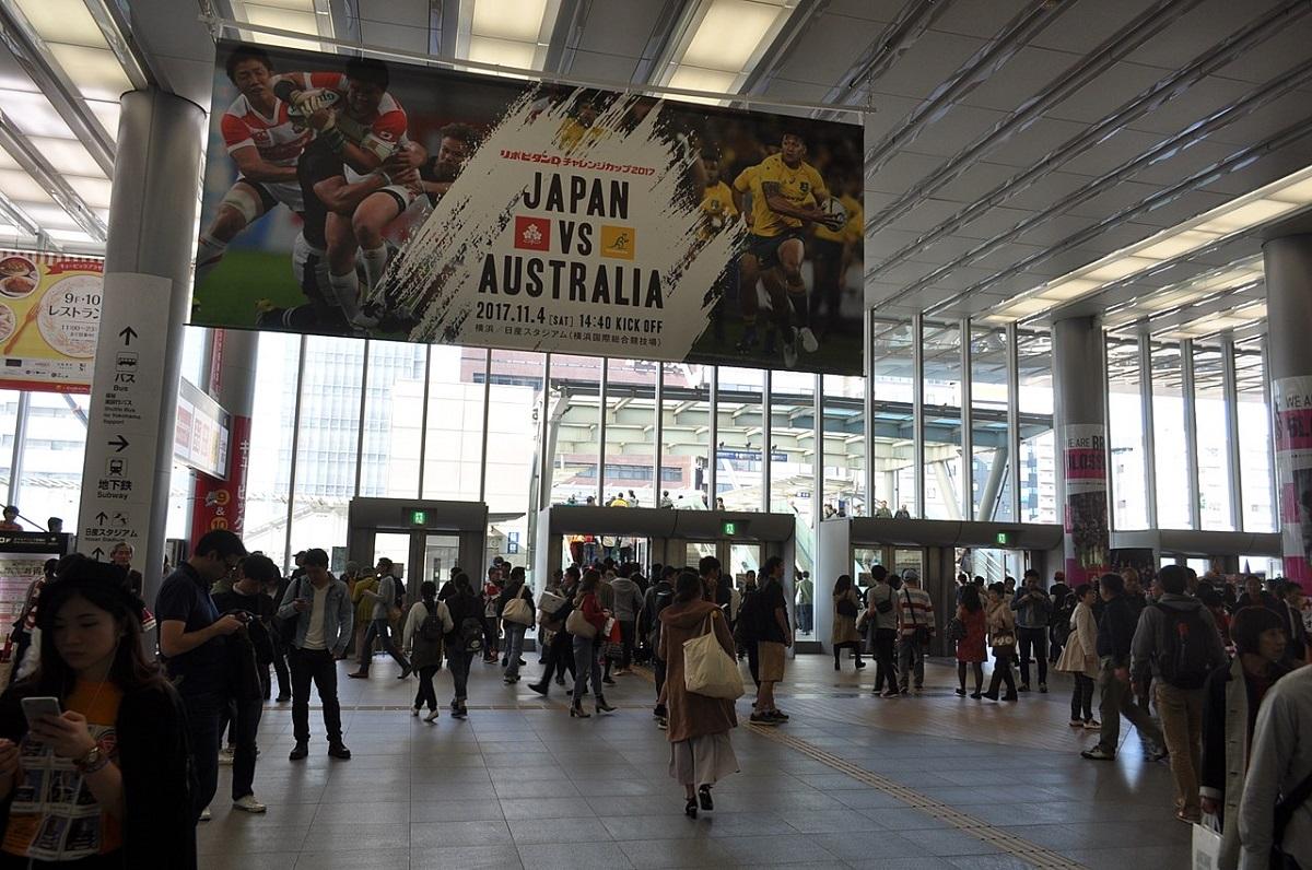 JR横浜線や東海道新幹線の乗降客で賑わう