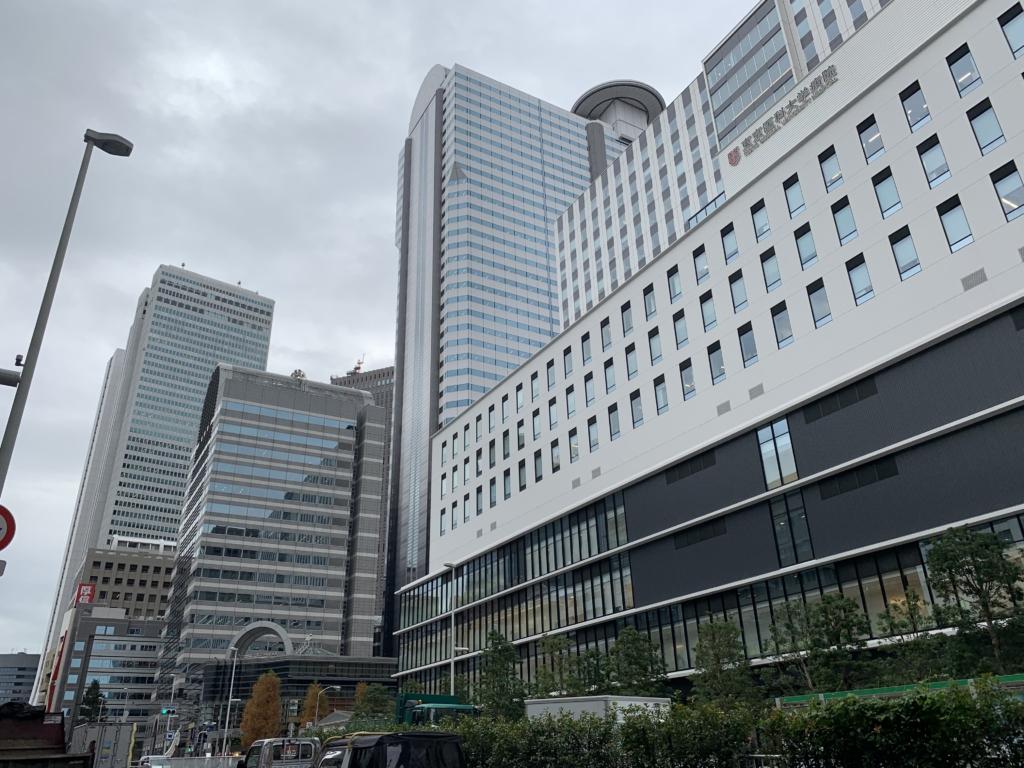 西新宿駅前の東京医大病院の画像