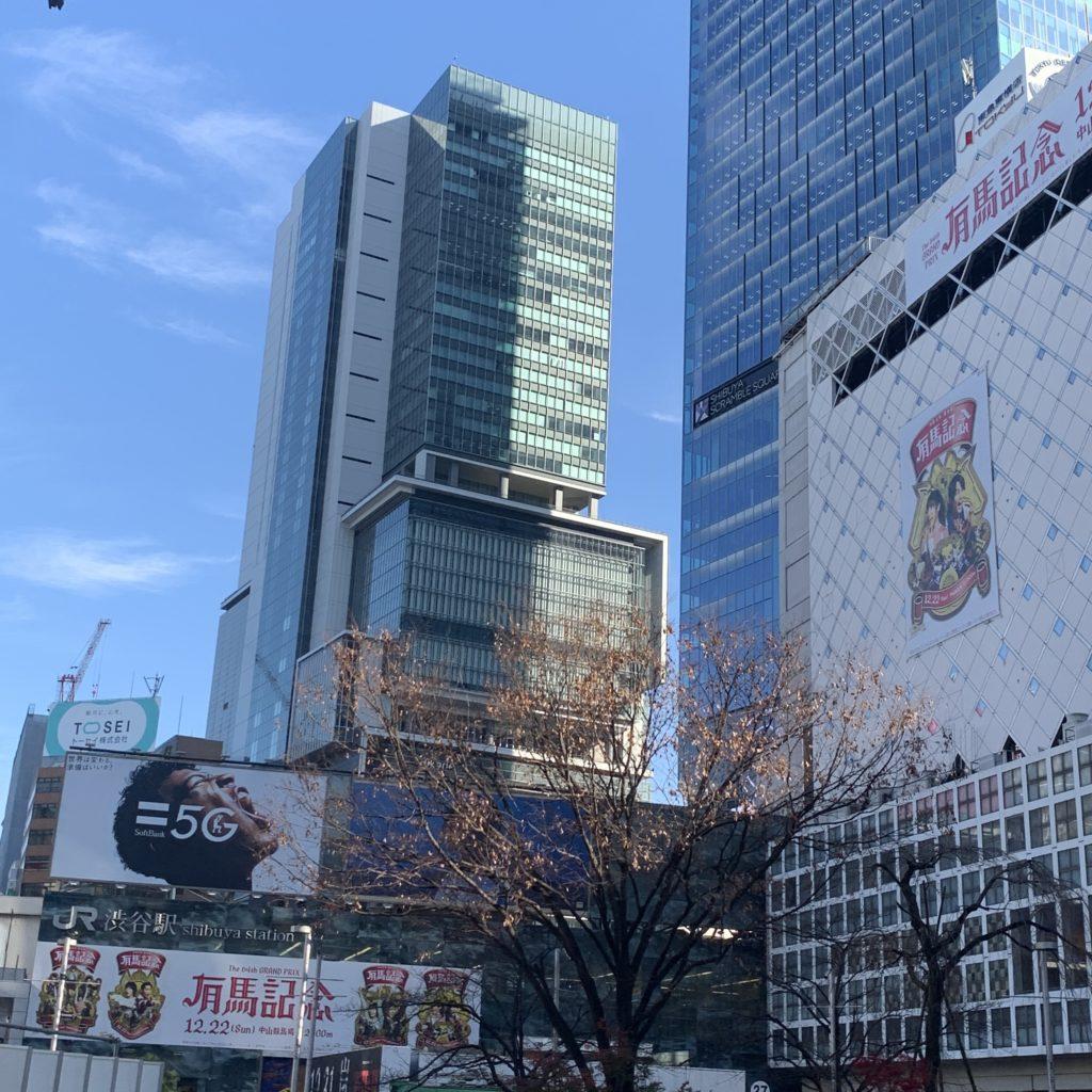 渋谷ヒカリエを道玄坂から望む